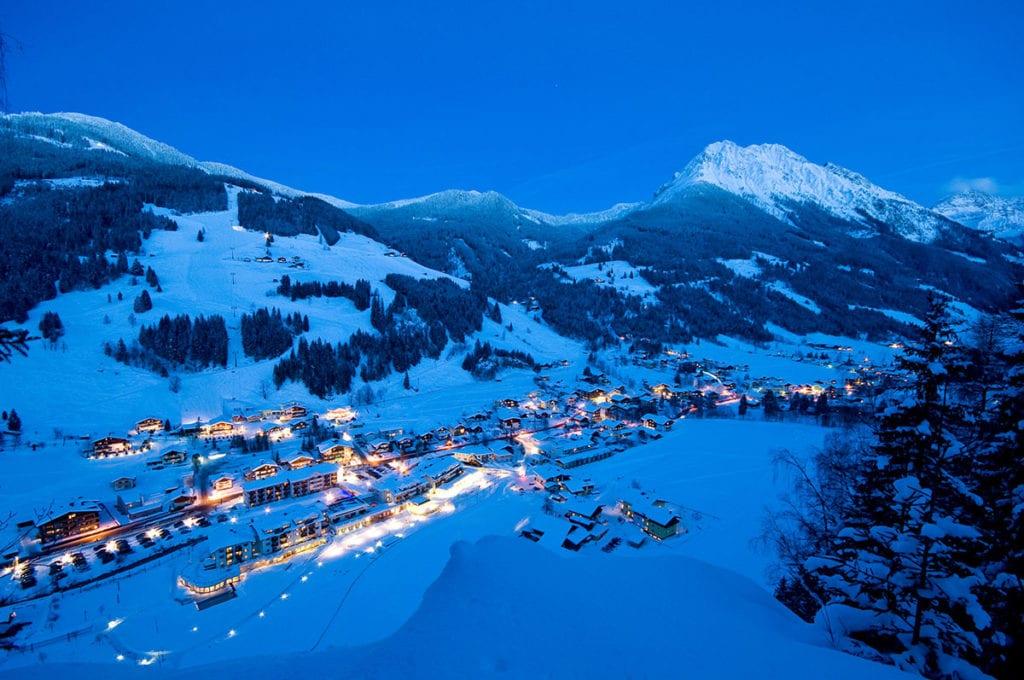 Ortsansicht Kleinarl bei Nacht im Winterurlaub in Wagrain-Kleinarl, Salzburger Land